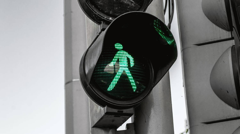 Semáforo en verde para los peatones