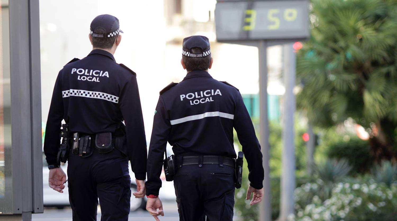 Pareja de agentes de policía